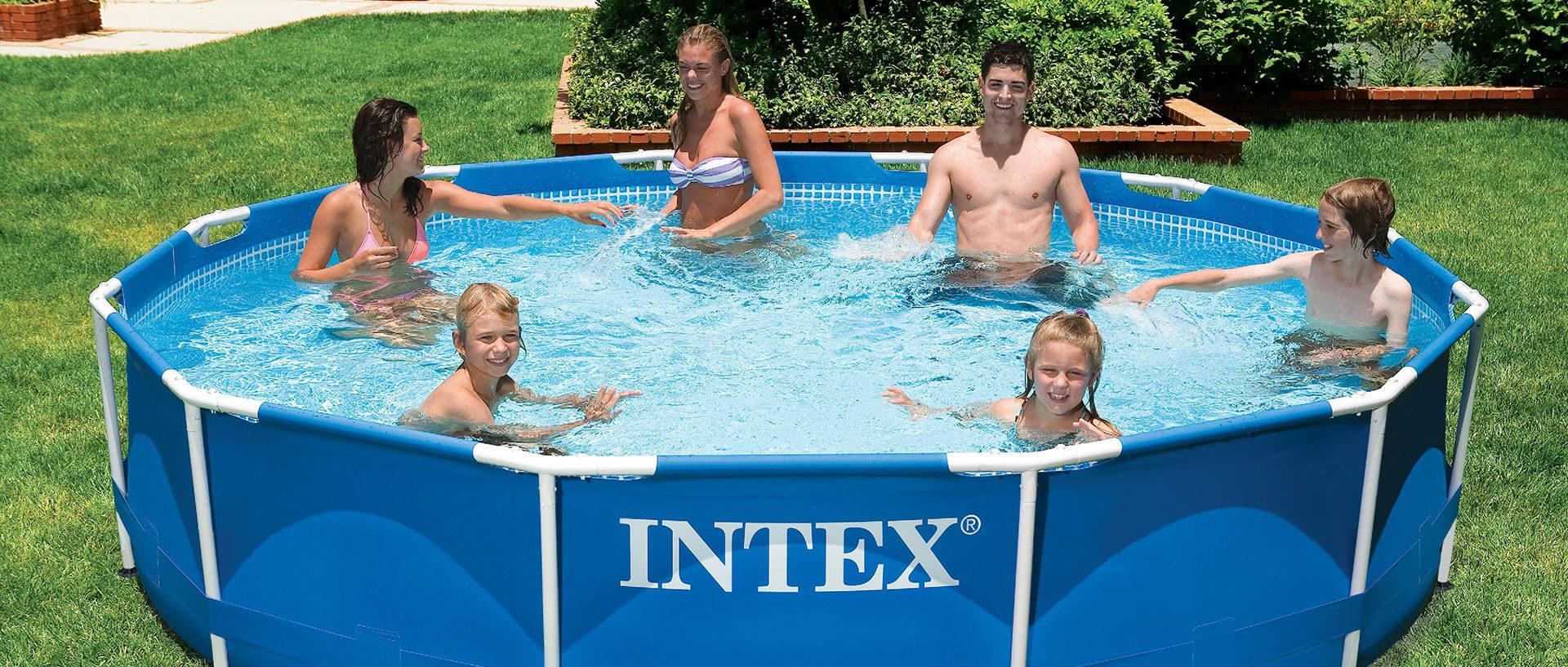 Správne umiestnený a kvalitne vyhotovený bazén je najkrajšou perlou záhrady